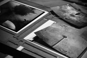 Ořez fotografií vypnutých na podložce ze skla